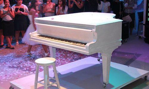 פסנתר לבן באירוע