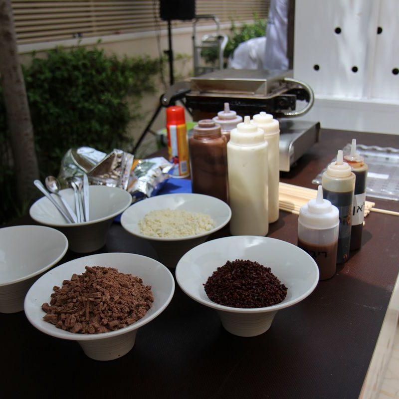 מגוון תוספות לגלידה באירוע